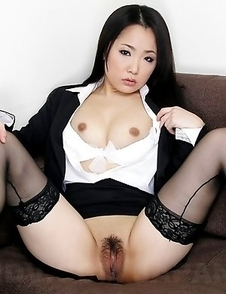 Sexy babe Ai Mizushima showing off