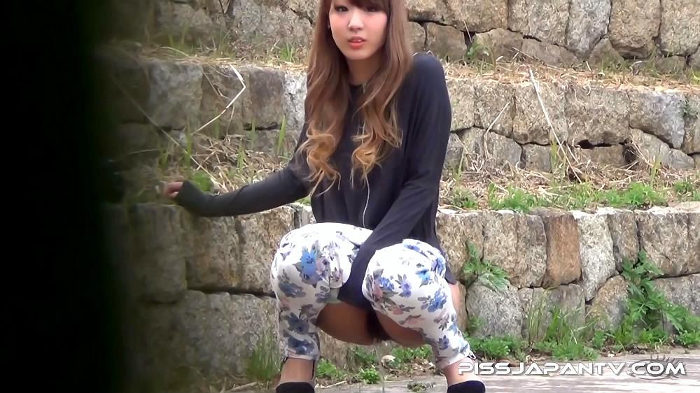 Japanese Piss Fetish Videos - Asian Girls Pissing - Piddle